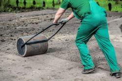 Уплотнение почвы при помощи катка