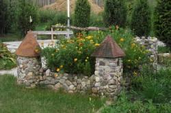 Декоративный замок для сада