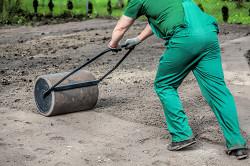 Трамбовка почвы катком