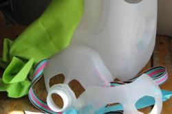 Детские маски из канистр