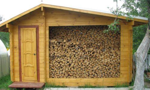 Правильное хранение дров на даче