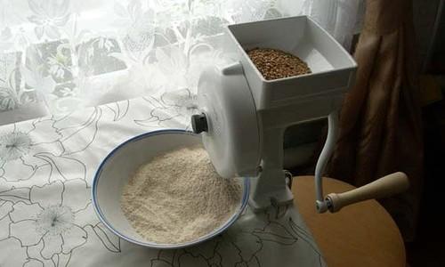 Обыкновенная мельница для зерна