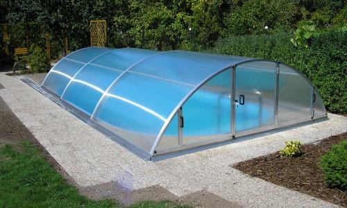 Павильон для бассейна во дворе