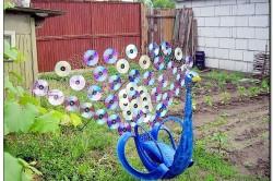 Поделка в виде павлина с применением дисков
