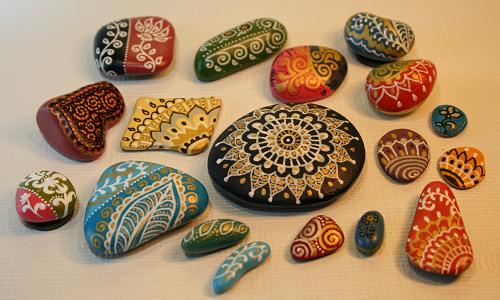Красивая роспись камней