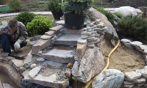 Использование камня для создания различных композиций на дачном участке