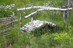 Мостик через речку из березовых поленьев
