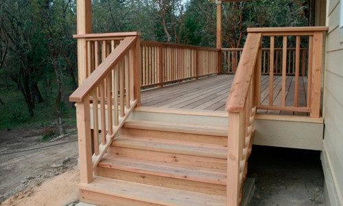 Деревянная лестница для крыльца