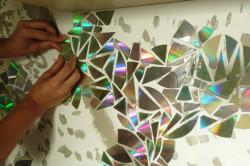 Поклейка мозаики на вертикальную поверхность