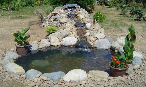 Дачный водоем с водопадом